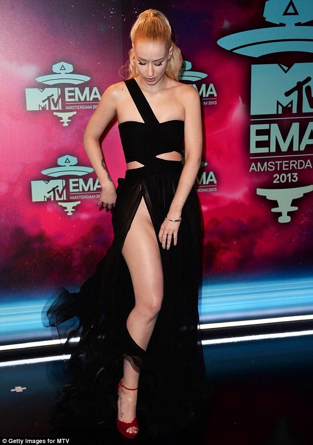 Iggy Azalea's Wardrobe Malfunction At The EMAs (Pics)