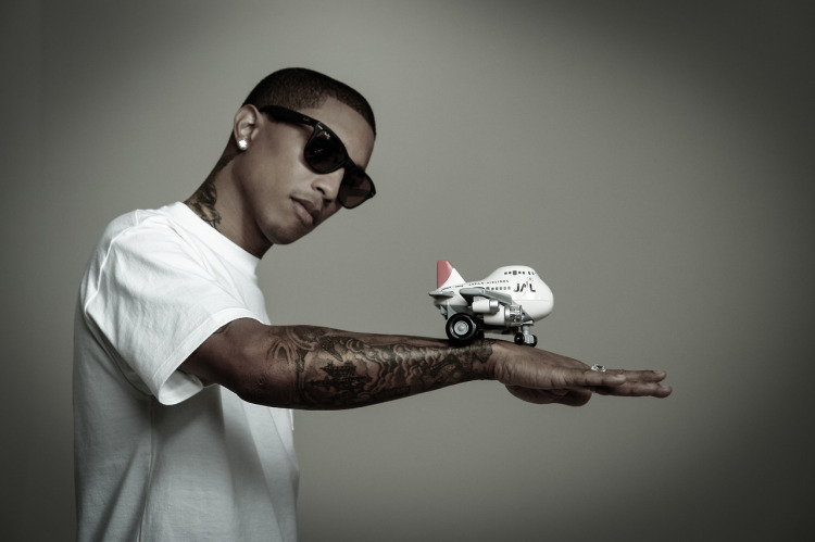 Pharrell Signs With Columbia Records, Solo Album Due in 2014 1